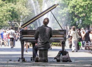 ストリートピアノを弾いて見よう